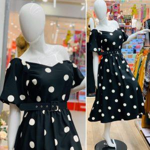 Кукленска рокля в черно на точки
