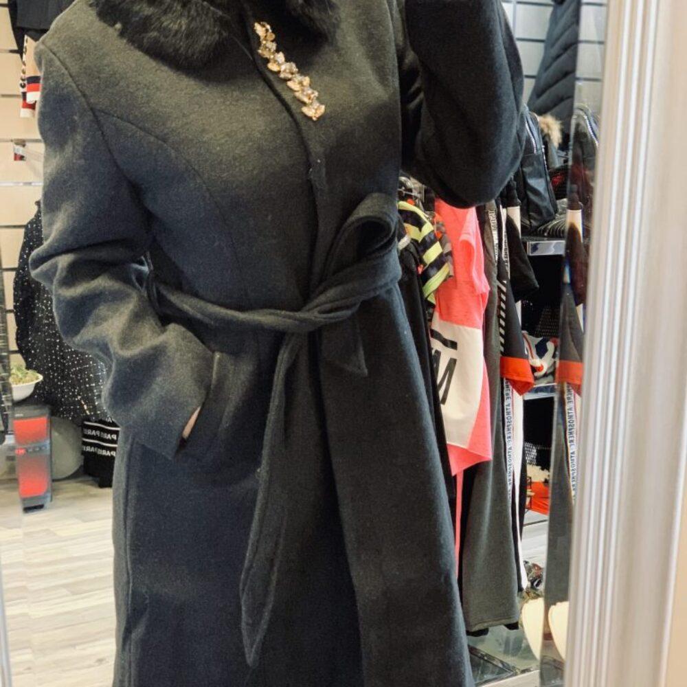 Черно палто с камъни и естествена яка elizabet.bg