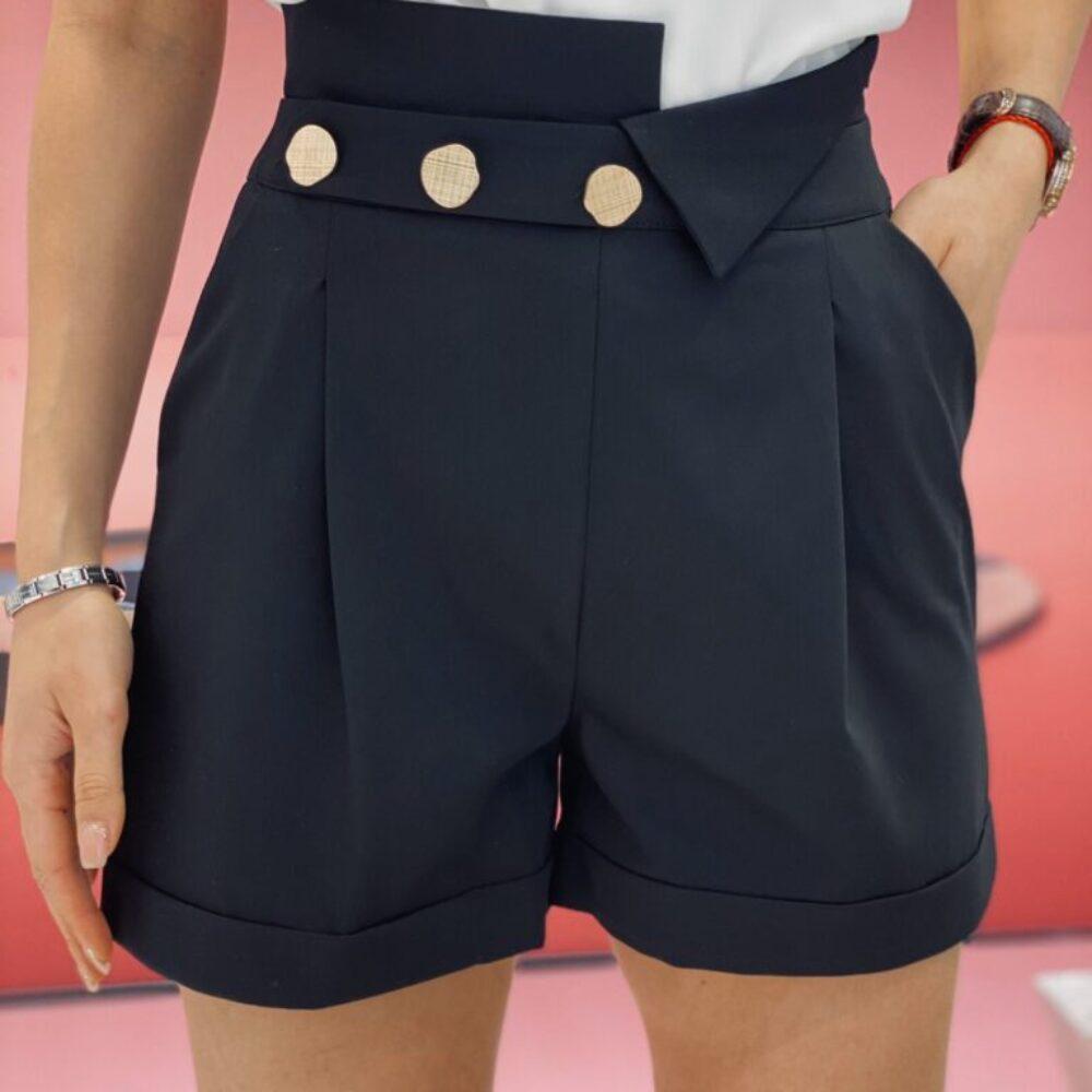 Елегантен къс панталон с копчета в черно елизабет.бг